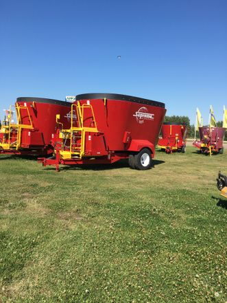 Supreme mixer wagons/Segue Mixer Wagons